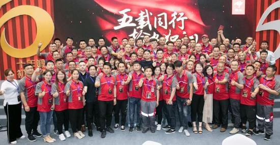 刘强东出席京东员工家宴提十年梦想:让员工更有尊严的照片 - 3