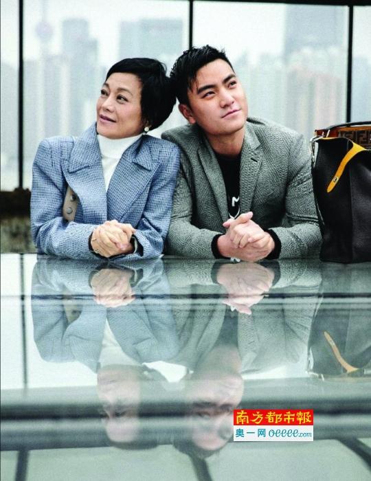 张艾嘉为某品牌拍摄写真,与儿子王令尘一路出镜。