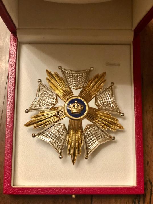 图/马云获授的比利时王国大将军级皇冠勋章
