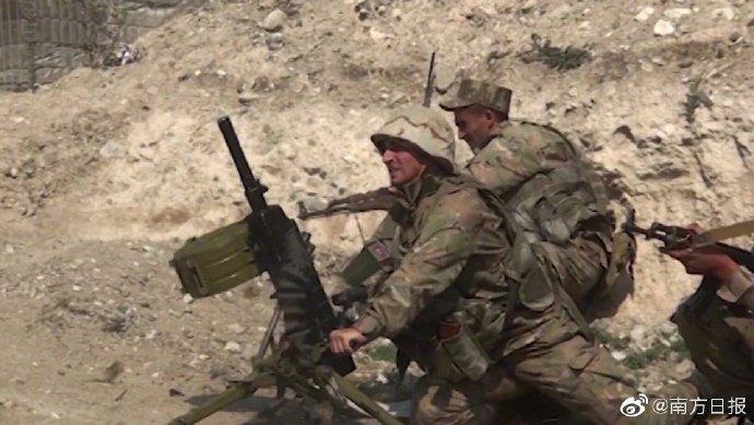 """【阿塞拜疆称亚美尼亚550名士兵在冲突中阵亡,亚美尼亚反驳】 #中国驻阿塞拜疆大使馆发布安全提醒#  当地时间28日,阿塞拜疆国防部发布消息称在纳戈尔诺-卡拉巴赫地区(下称""""纳卡地区"""")冲突中,亚美尼亚共有550名士兵阵亡。而亚美尼亚对此说法予以反驳。根据亚美尼亚官方统计数据,亚美尼亚共有31人 """