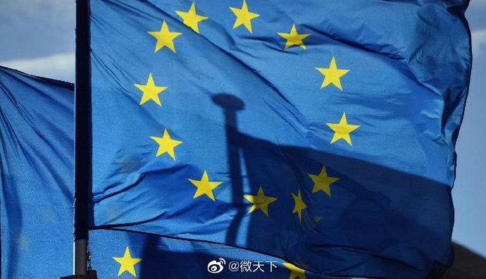 """【美国抗疫失败 #欧盟考虑拒绝美国访客入境#】CNN当地时间23日报道,美国新冠肺炎确诊数全球第一,死亡数全球第一。鉴于美国目前的抗疫情况,两名欧盟外交官称,欧盟正考虑拒绝美国访客入境的建议。欧盟外交官还补充,欧盟也会阻止""""病毒传播最活跃国家""""的游客入境。欧盟目前还没有做出最终决定。 """