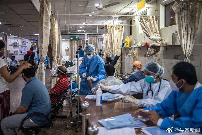 """【#印度23名新冠患者逃离医院# 院方报警寻人】当地时间8日,印度北德里市长普拉卡什(Jai Prakash)表示,4月19日至5月6日期间,至少有23名新冠肺炎患者在没有通知医院的情况下逃离了由市政机构经营的拉奥医院。据印度ABP新闻网报道,普拉卡什说:""""4月19日至5月6日期间,23名患者在没有通知任何人的情 """