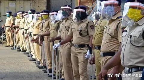 #印度中央武装警察3.6万人感染新冠#印度国内疫情严重,水深火热!经济也很差,但是边界上还是强硬无比,绝不退让一步,阿三胆气还是可以的啊 