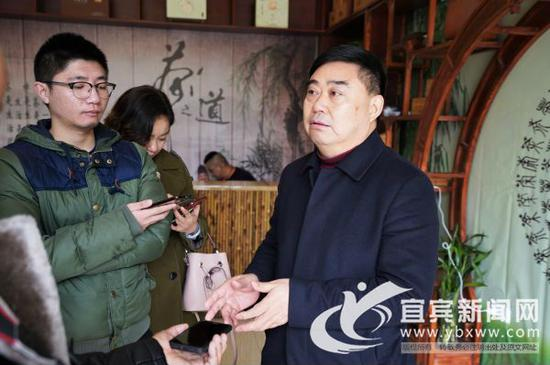 颜泽文接受记者采访。(程文帝 摄)