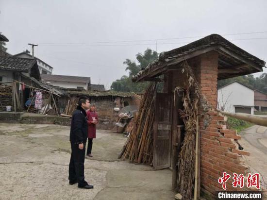 富顺警方 供图 地震美菲推广致居民院落围墙部分倒塌