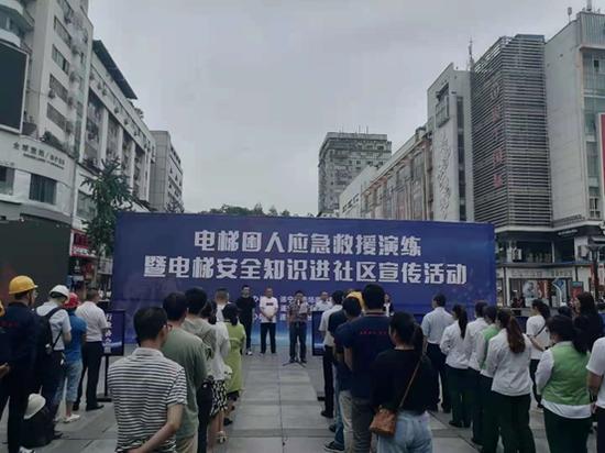 遂宁市船山区开展电梯困人应急救援演练暨电梯安全进社区宣传活动