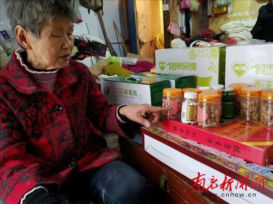 老人写色妺妹_周秀兰老人看着妹妹还没吃完的保健品悲痛不已