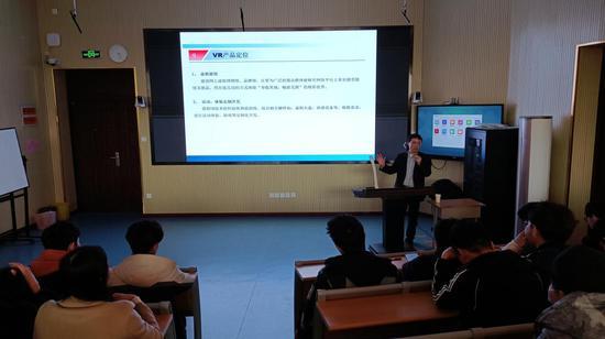 俄罗斯工程院外籍院士王立军赴山东外贸职业学院指导虚拟现实专业建设