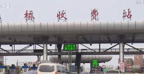 视频:申城踏青扫墓客流叠加 周末将迎出行高峰
