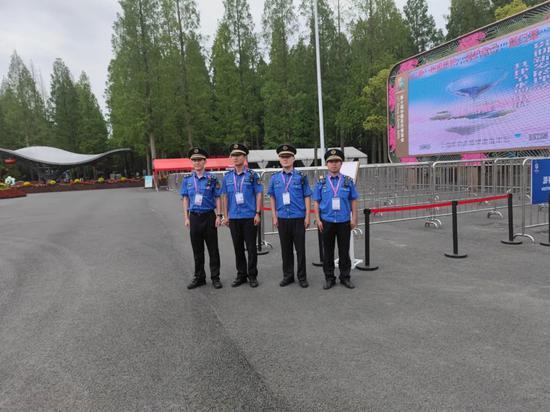 闵行城管队员在花博会做了什么 让12345热线转来了市民表扬