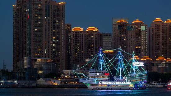 黄浦江游览全攻略:坐适合的游船 看最美的上海夜景