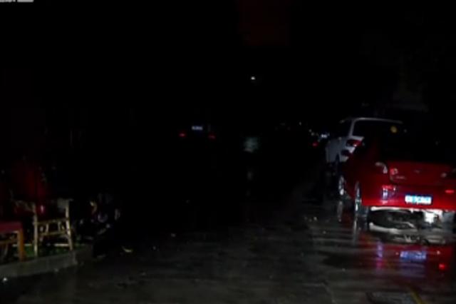 视频:老人来沪看病因亲戚家小 夜晚睡在轿车内