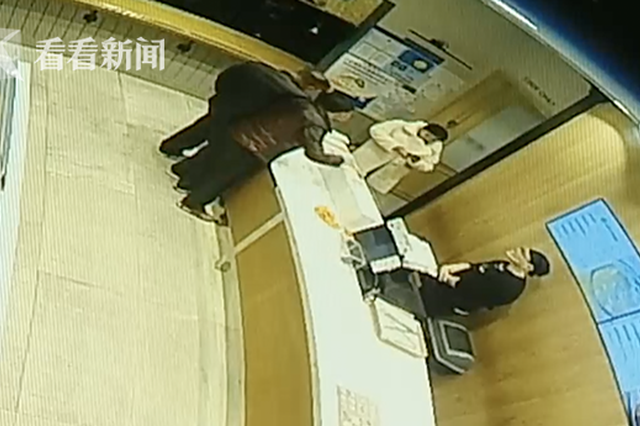 闵行一醉酒男子大闹面包店 要店员为他找小姐开房
