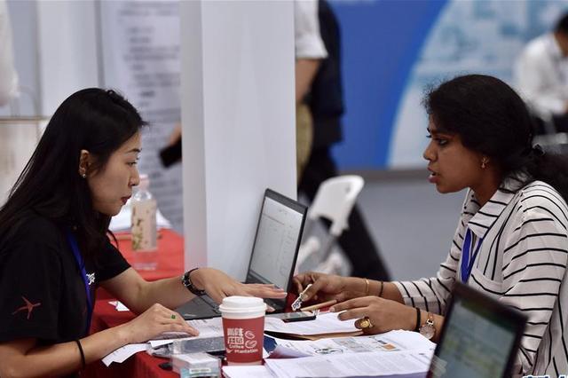 沪去年总计招聘职位72000个 医学土建计算机专业最热门