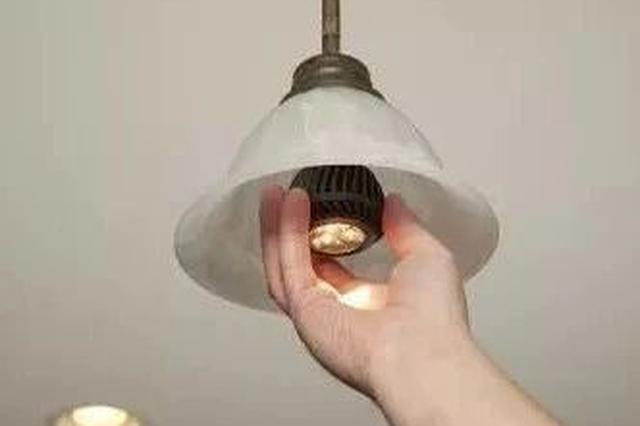 小区物业将维修业务外包 老阿姨换灯管被收500元