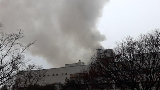 韩国大邱一桑拿房突发大火 目前已造成2人死亡40多人受伤