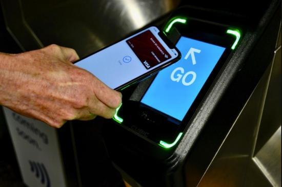 苹果和Snapchat利用AR展示在纽约地铁使用Apple Pay