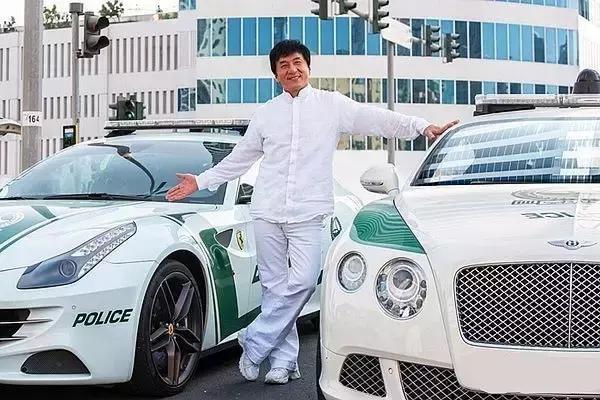 车改液化论坛成人电影_迪拜王子借70辆豪车给成龙拍电影,让他随便撞!