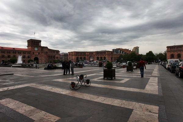 阿塞拜疆共和国美女_五月的埃里温 不缺美食美女_新浪旅游_新浪网