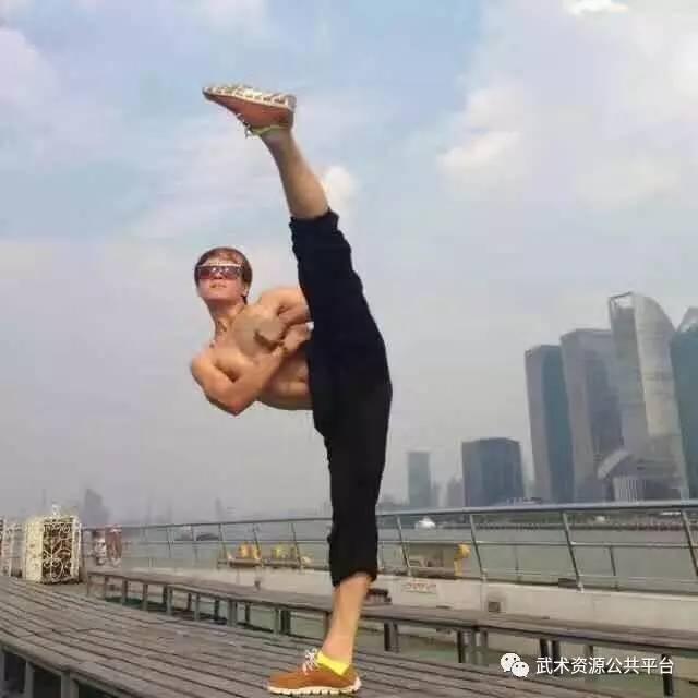"""报视TOP:世界双节棍冠军""""中华一杰""""吕一杰"""