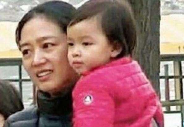 刘德华女儿终于露正脸, 网友直呼: 这基因真是强大!