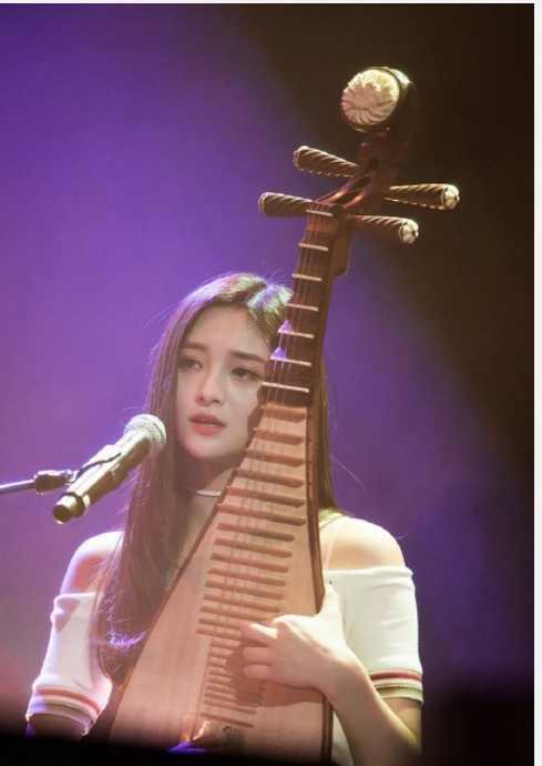 周洁琼被排挤 很努力的中国姑娘希望能被温柔对待