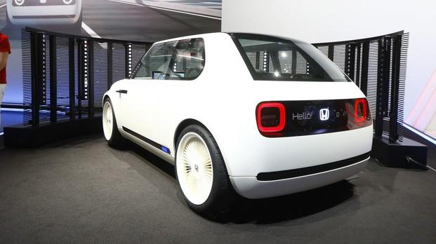 远看像80年代古董车,可显示屏有1米长,车头车尾能显示表情包