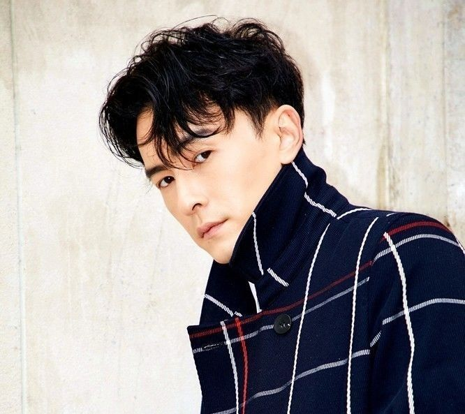 陈翔最新写真变身优雅绅士,王俊凯杂志封面尽显少年帅气