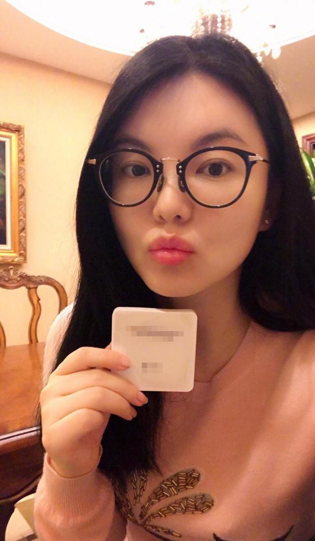 李湘晒_李湘晒自拍真瘦了,用一百多元的化妆品?