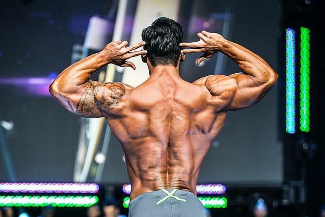背部锻炼动作_7个动作完美强化背部肌群练出宽阔背阔肌_健美_新浪竞技风暴