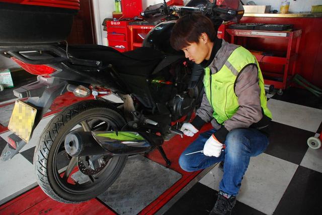 保养摩托车时一定要注意这个部件可能要命