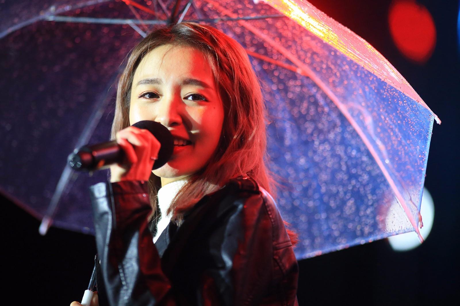 南拳妈妈女主唱_南拳妈妈女主唱梁心颐(lara) 雨中丽影