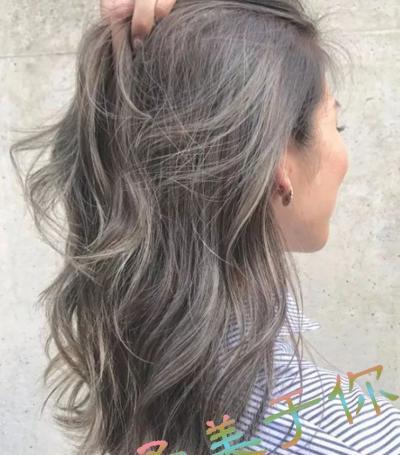 亚洲色囌�9��9��_亚洲女性皮肤偏黄,在发色的选择上会有一些限制,如果你的肤色偏黄