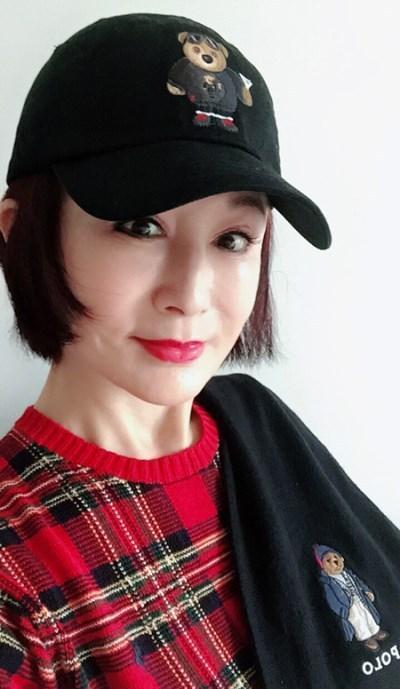 老太太zipai_扮成少女玩自拍,网友:老奶奶不服