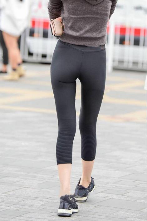 少妇穴真肥_街拍:气质少妇紧身裤好紧!网友:看着\'缝\'是真\'肥美\'能