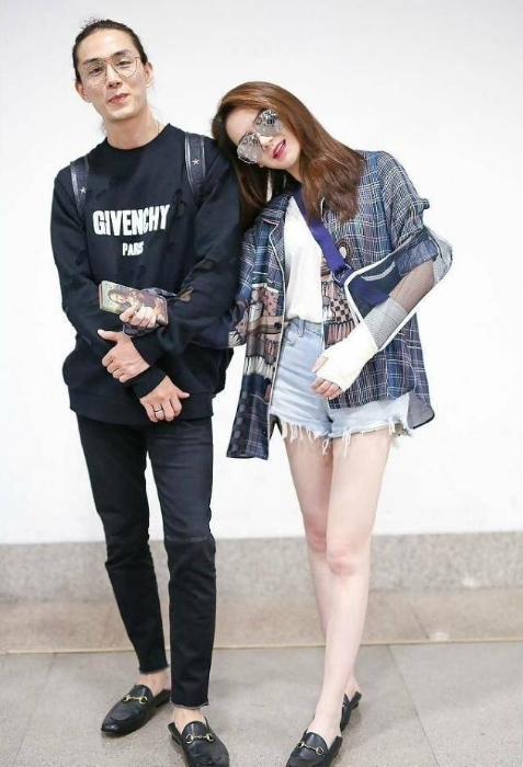 戚薇的老公_戚薇和韩国老公现身机场,发型让网友意想不到,以为他是女的?