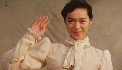 美貌不输林志玲,为嫁豪门她奉子成婚,今46岁仍单身却活成少女