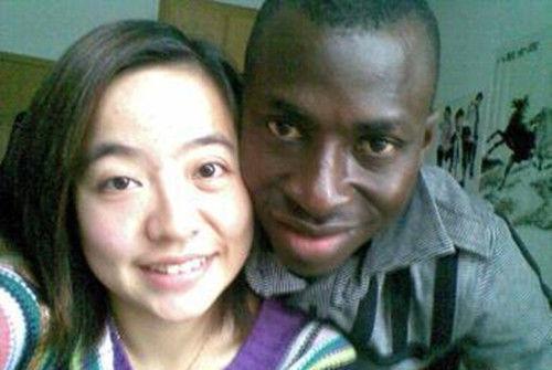 黑人那么大女人��.#y.�_为什么现在的中国女人会嫁给非洲黑人?