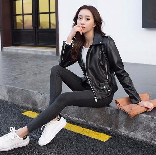 女生机车夹克搭配魅力满分 帅气女生穿衣搭配就这么简单