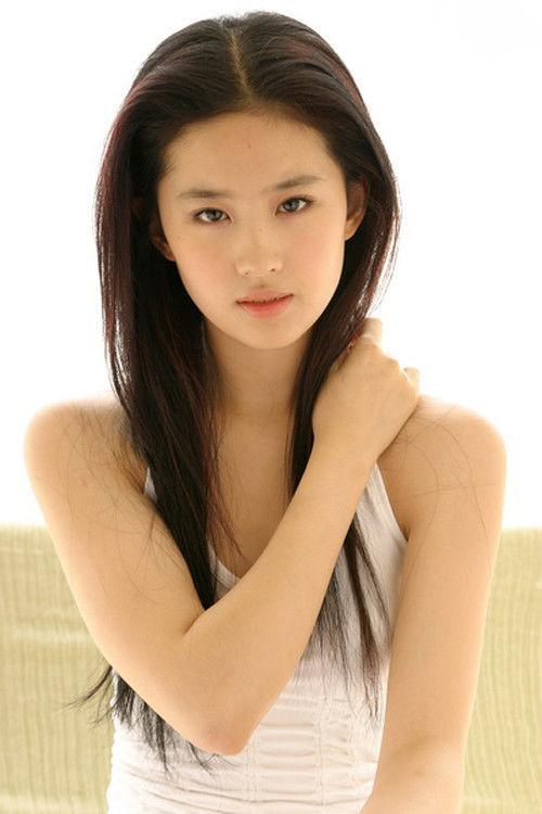 中国最骚屄的女星是谁_章子怡才排第三, 外国人眼中最美的中国女星, 猜一猜谁是第一名?