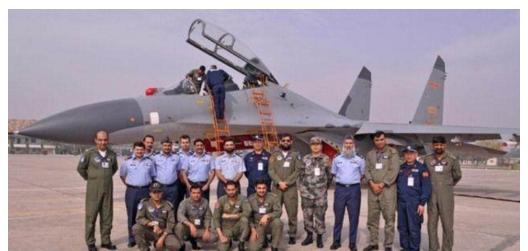 中国向巴基斯坦赠送航母模型透露出什么?修一