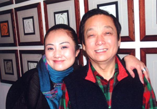 """82岁艺术家得子,96岁杨振宁牵翁帆逛街,""""爷孙恋""""的幸福谁能懂"""