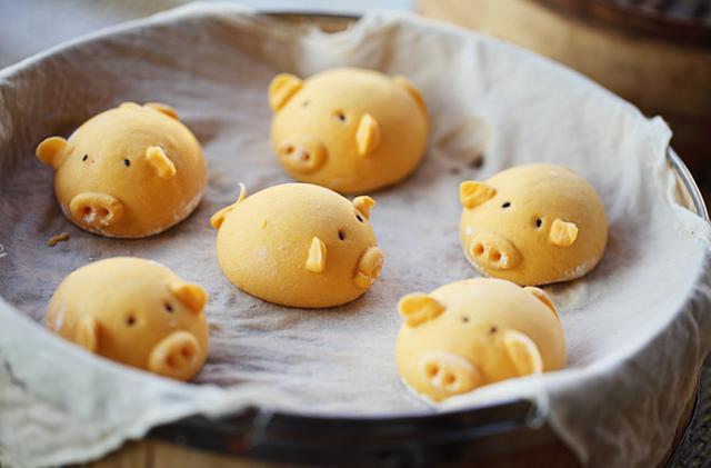 小猪馒头_简单又易做的小猪南瓜馒头,非常可爱,家里小孩一次能