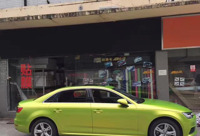 奥迪a4l汽车车身改色电光柠檬绿贴膜效果图 亮丽惹眼