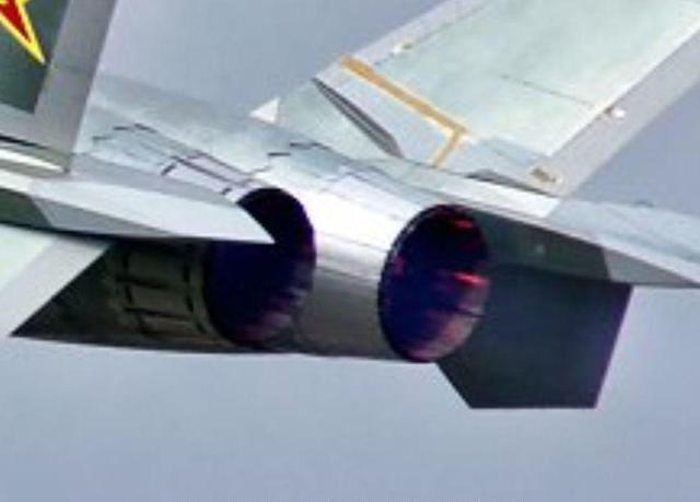 国产流出_流出的歼-20照片,两个发动机的喷口很大的不一样,分析认为已经换国产