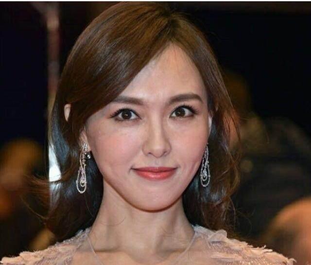 祼体美女囹�a���:jk:-f�ab_高清镜头下的女明星,ab细纹太多,估计杨幂看了想哭!