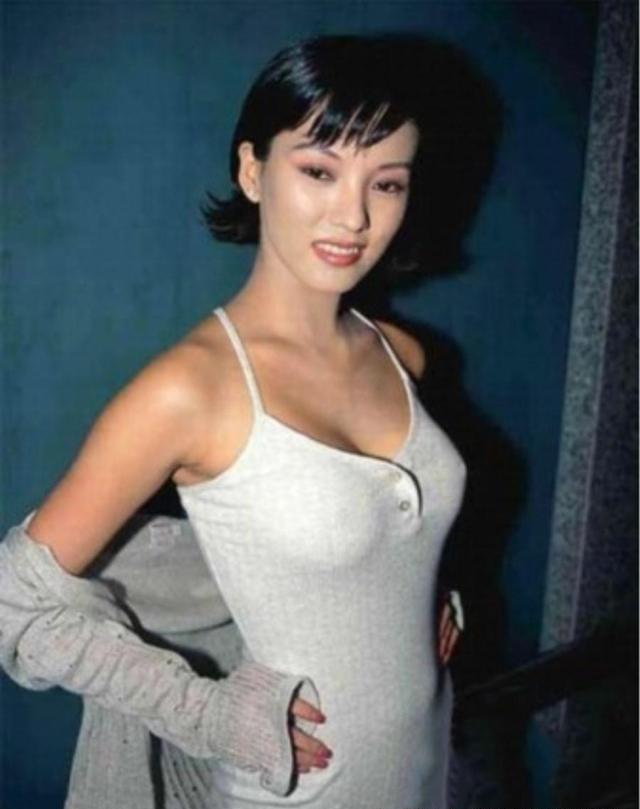 情色艺木中���-yol_虽演过喜剧情色片,但是多才多艺,还获得过美国华裔小姐