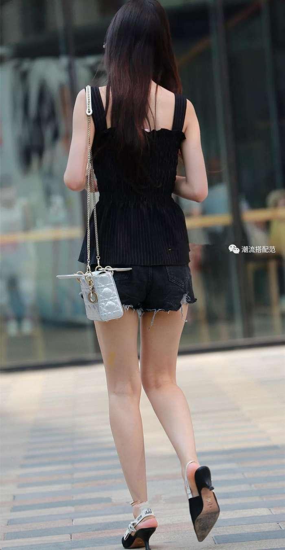 细高跟鞋性感美女_街拍: 热裤美女, 蜂腰细腿好身材, 一双高跟鞋撑起美感