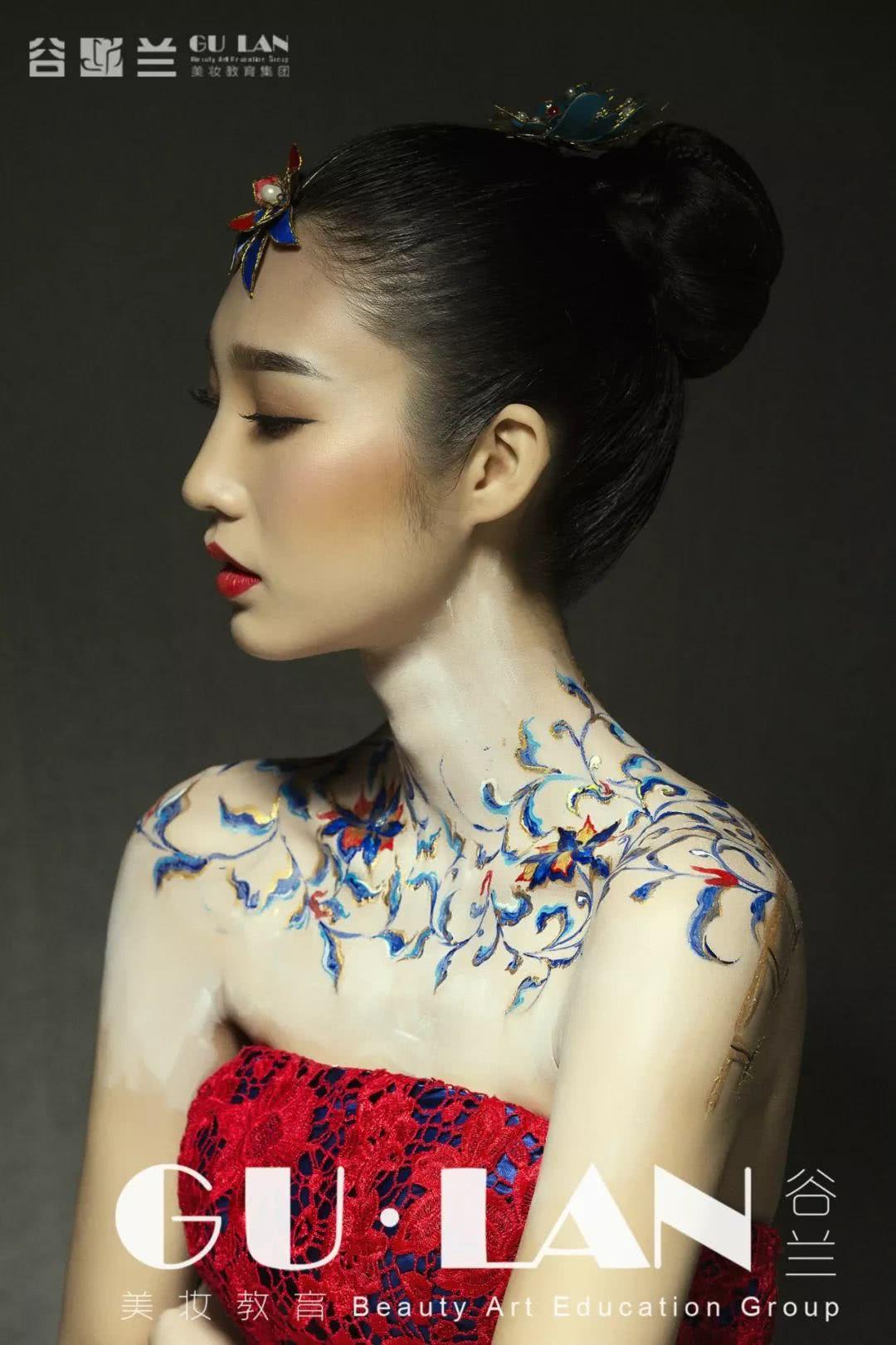 大胆人体风��j&_极致中国风,人体彩绘你会画吗?