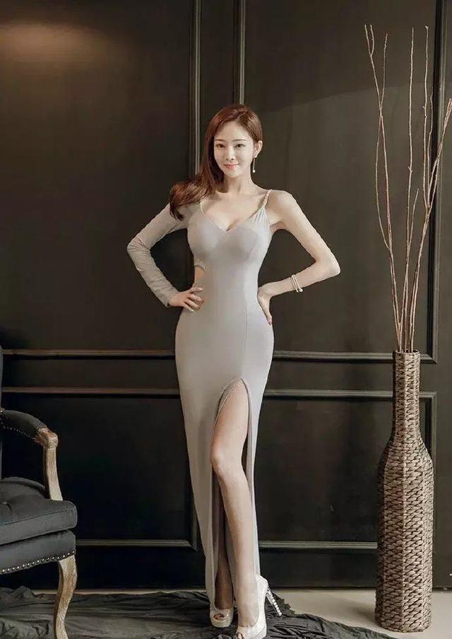 美妇套动_时尚搭配: 长发美妇银灰色长裙韵味十足, 忍不住看了3